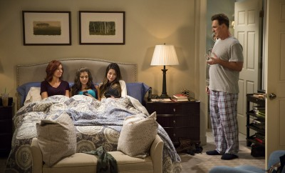 CROWDED -- Pilot -- Pictured: (l-r) Carrie Preston as Martina, Mia Serafino as Stella, Miranda Cosgrove as Shea, Patrick Warburton as Mike -- (Photo by: Justin Lubin/NBC)
